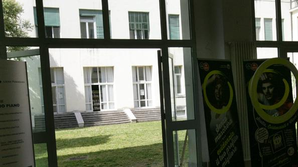 Studente si getta dalla finestra al fogazzaro in rianimazione dalla ho - Bimbo gettato dalla finestra ...