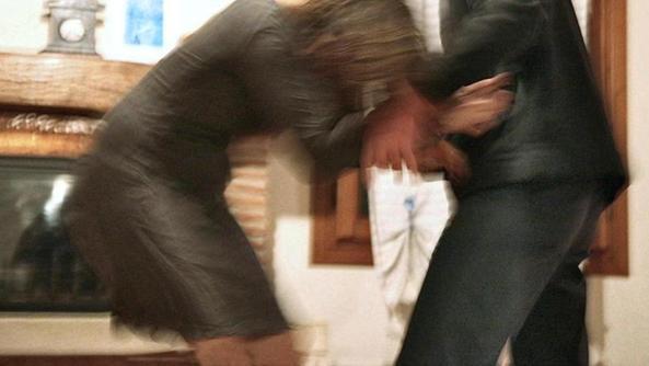 Violenta la moglie maltratta i figli montorso vicentino - Il marito porta la moglie a scopare ...
