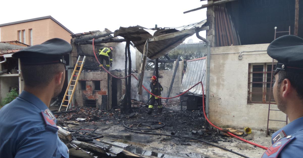 Garage a fuoco laboratorio artigiano distrutto for Laboratorio di garage domestico