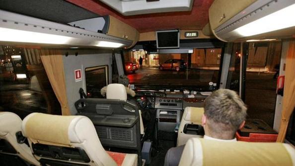 Bus notturni viaggio in mercedes con due euro for Interno autobus