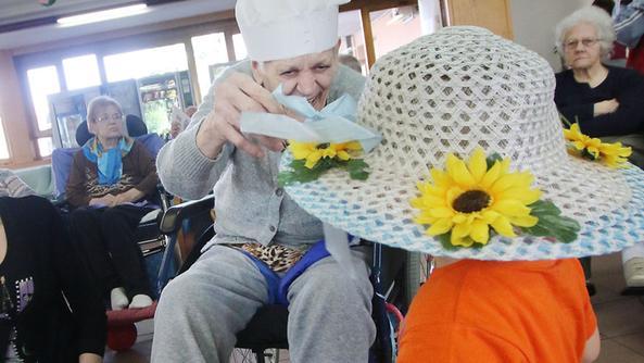 Bimbi alla casa di riposo e i nonni ringiovaniscono for Piccoli piani di casa per gli anziani