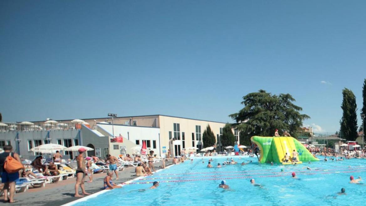 Si tuffa in piscina e batte la testa 16enne ricoverato - Piscina comunale dueville ...