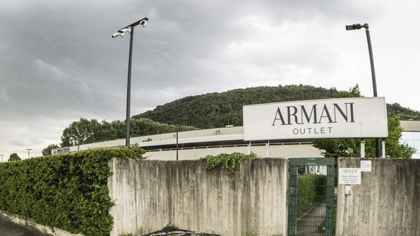 La banda del lusso colpisce ancora Colpo da Armani - Trissino - Il ...
