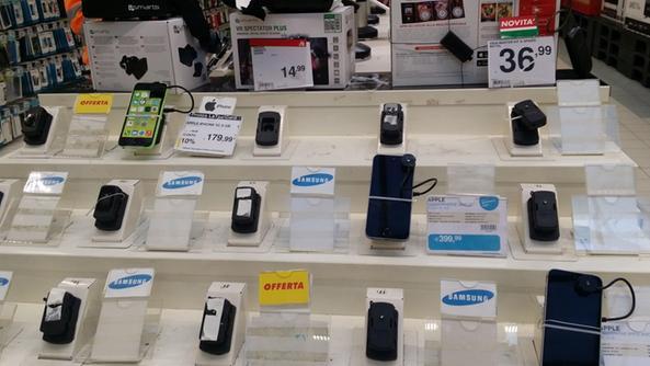 App copiata» Sequestrati 3 mila cellulari - Vicenza - Il Giornale ...