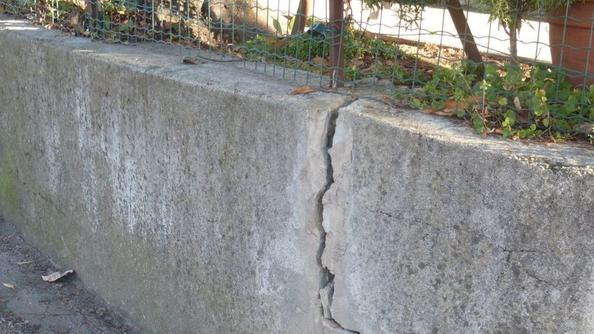 Il terreno si smuove muro da consolidare in contrada for Consolidare un terreno