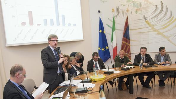 L'assessore Gianpaolo Bottacin a un incontro sui Pfas nel Vicentino