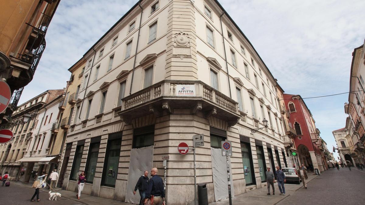 Rinasce l ex banca polo commerciale con hotel e negozi for Negozi arredamento vicenza