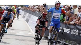 Elia Viviani ha conquistato la seconda tappa dell'Adriatica-Ionica Race di cui resta leader. BETTINIPHOTO