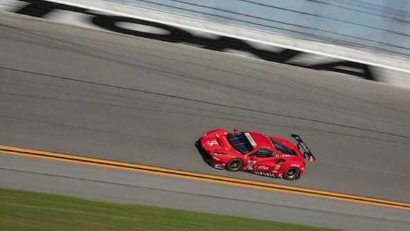 La Ferrari 488 GTE del team Risi guidata in Florida da Davide Rigon