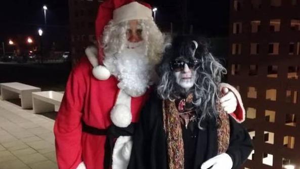 Befana E Babbo Natale.La Befana E Babbo Natale Fanno Coppia Pojana Maggiore