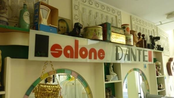 L 39 addio del barbiere apre la caccia al vintage schio for Arredamento barbiere vintage