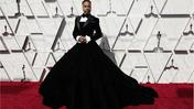 Oscar 2019, Billy Porter stupisce sul red carpet: lo smoking ha la gonna