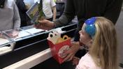 "McDonald's, negli Happy Meal arrivano i libri: ""Distribuiremo 3 milioni di volumi"""