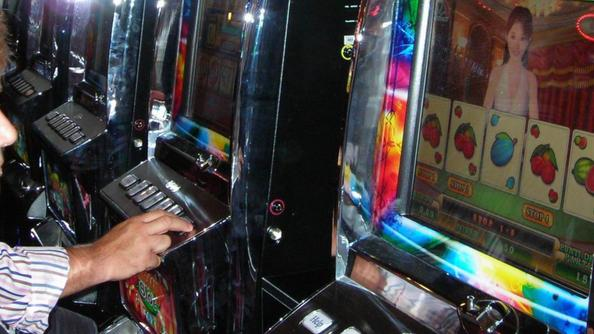 Slot machine in un locale. (Foto Archivio)
