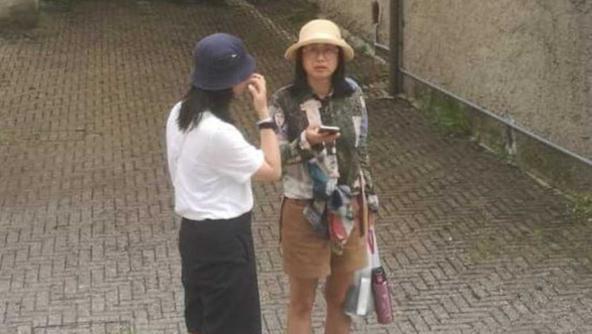 Le due turiste cinesi a San Marino di Valbrenta