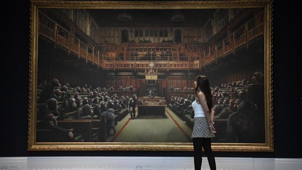 "Il quadro di Banksy ""Devolved Parliament"". EPA/NEIL HALL"