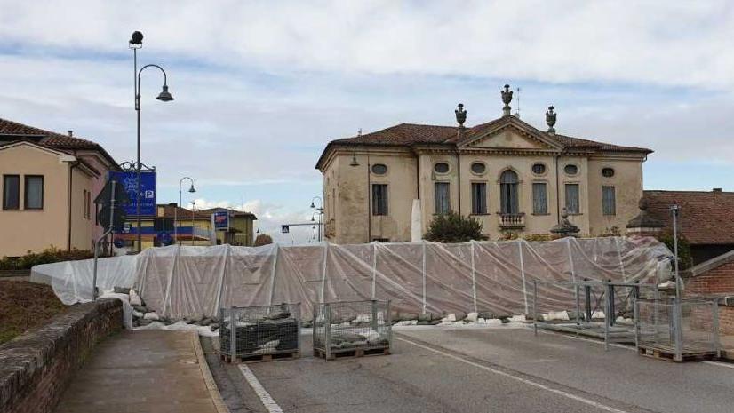 Paratie sul Tesina, il paese è spaccato in due - Il Giornale di Vicenza