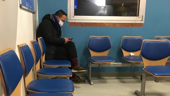 Il paziente nella sala d'attesa del pronto soccorso del San Bortolo