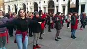 Flash mob contro la violenza (VIDEO COLORFOTO)